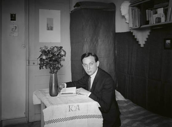 앙드레 케르테츠의 '자화상', 파리, 1927(부분).