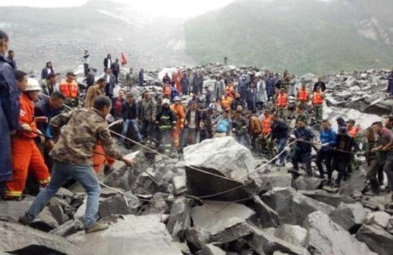 중국 쓰촨 산사태 매몰현장 [중국 신문망=연합뉴스]