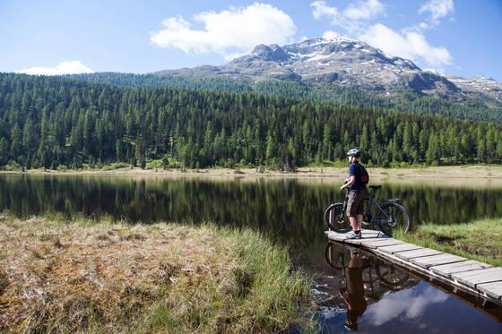 자전거 길 곳곳에 크고 작은 호수가 많다.