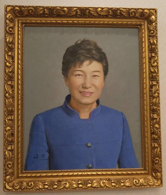 청와대 본관 1층에 걸린 박근혜 전 대통령 초상화.