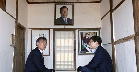 문재인 대통령과 마주 앉은 김홍걸 민주당 국민통합위원장. [중앙포토]