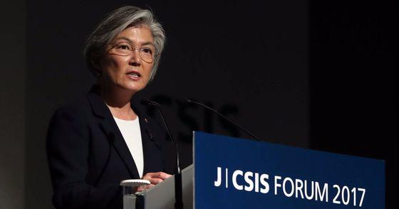 중앙일보 CSIS 포럼이 26일 오전 서울 신라호텔에서 열렸다. 이날 오후 강경화 외교부 장관이 오찬사를 하고 있다. 김경록 기자