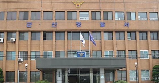 26일 전북 군산경찰서는 친구를 폭행해 숨지게 한 뒤 시신을 방치가 20대 일당에 대해 구속영장을 청구했다. [사진 연합뉴스]