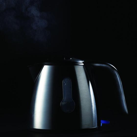 물이 끓고 있는 전기 커피포트 [중앙포토]
