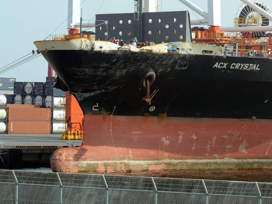 지난 20일 요코하마항에 입항한 ACX 크리스탈호. 미 해군 이지스 구축함 피츠제럴드함과 충돌로 선수가 일부 파손됐다. [요코하마 교도통신=연합뉴스]