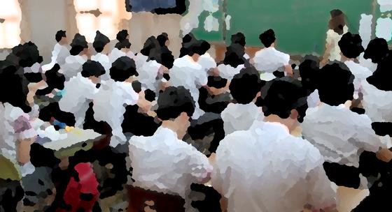 대전의 한 중학교 1학년 남학생 9명이 여교사를 상대로 자신들의 신체를 이용한 음란행위를 했다. [중앙포토]