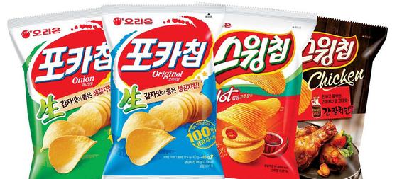 포카칩과 스윙칩은 생감자를 그대로 썰어서 만든 오리온의 대표 감자 스낵이다. 오리온은 올해 갓 수확한 국내산 햇감자로 생산을 시작했다. [사진 오리온]
