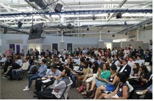 한국 스타트업의 투자유치설명회에 참석한 현지 관계자들 [사진 중소기업청]