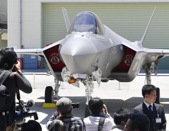 일본 미쓰비시중공업이 조립 생산해 항공자위대가 올 연말 배치할 F-35A 스텔스 전투기. [사진 지지통신]