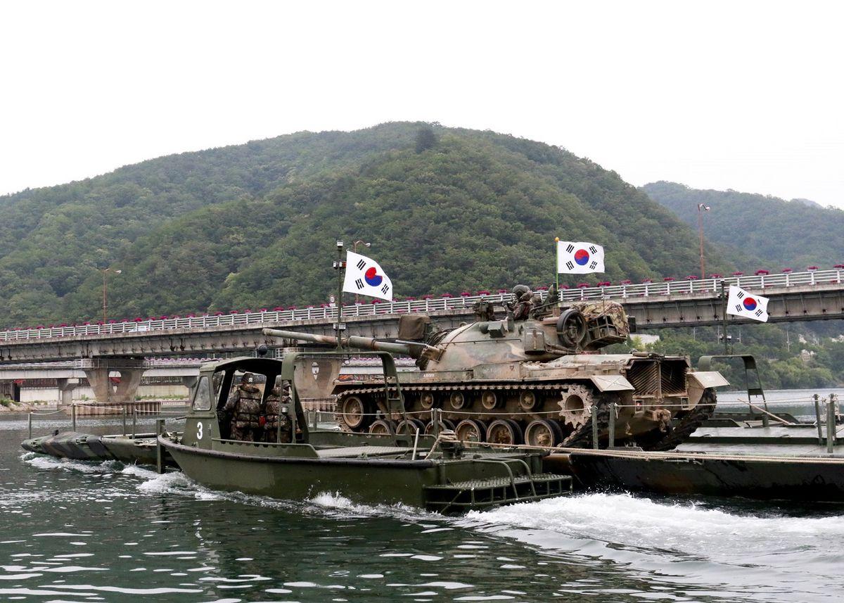 2공병여단은 화천 파로호 일대에서 문교 도하훈련을 진행했다. [사진 육군 제공]