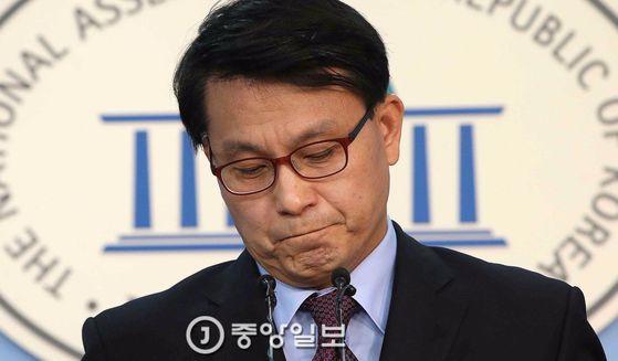 지난 3월 국회에서 회견을 하는 윤상현 의원. 오종택 기자
