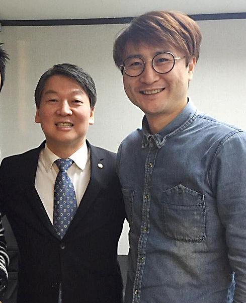안철수 전 국민의당 대표(왼쪽)가 지난해 1월 직접 영입한 이준서 전 최고위원과 함께한 모습. [연합뉴스]
