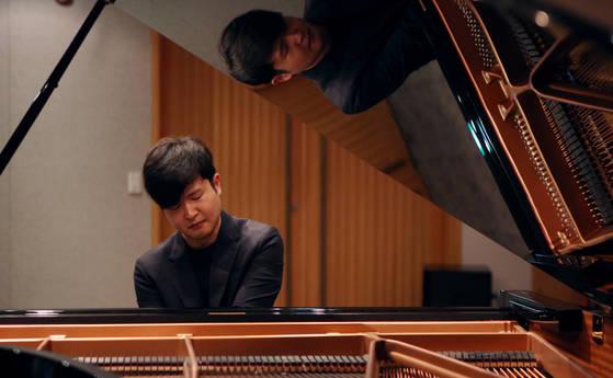 반 클라이번 콩쿠르에서 한국인 최초로 우승한 피아니스트 선우예권. 콩쿠르 우승 기록보다 탈락 경험이 더 많지만 이번에 정상의 자리에 섰다. [사진 목프로덕션]