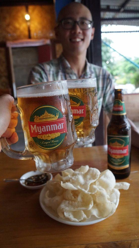 나라 이름을 상호로 쓰는 미얀마 맥주.