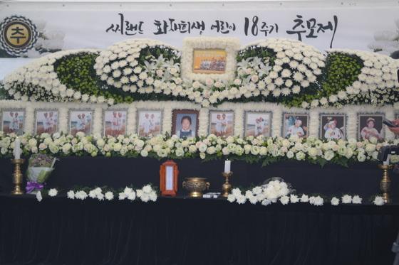 화성 씨랜드 참사 희생자들의 18추기 추모식이 30일 화성시 서신면에서 열렸다. 사진은 분향소 모습. 최모란 기자