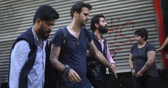 이스탄불에선 지난주에 이어 2일(현지시간)에도 성소수자 권리 주장을 위한 행진이 금지됐다. [이스탄불 AP=연합뉴스]