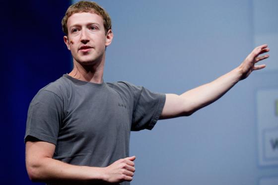 패이스북 CEO 마크 저커버그. 회색 티셔츠만 20벌 걸린 그의 옷장이 화제를 낳았다.
