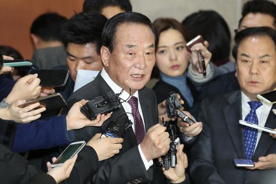 서청원 자유한국당 의원. 지난달 30일 서 의원의 아들 서모(39)씨는 쌍방 폭행 혐의로 경찰에 불구속 입건됐다. [중앙포토]