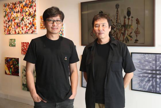 '유니온 아트페어 2017'을 준비한 이완 작가(왼쪽)와 최두수 작가. 사진=최정동 기자
