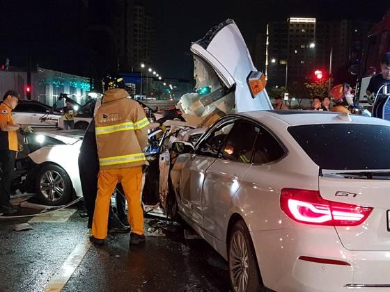 지난달 16일 0시20분쯤 경기도 성남 창곡교차로에서 음주운전 사고가 발생해 2명이 숨지고 5명이 다쳤다. [사진 경기도재난안전본부]