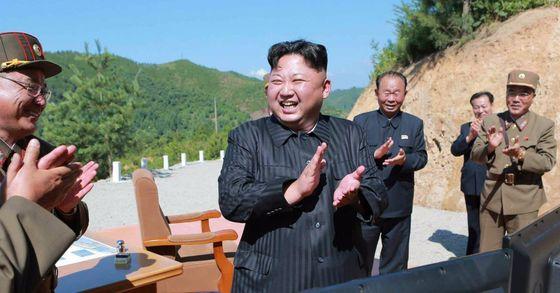 \북한은 지난 4일 실시한 대륙간탄도미사일(ICBM) '화성-14' 발사를 통해 미사일 탄두부의 대기권 재진입 및 단 분리 기술을 시험했다고 노동신문이 5일 보도했다. [사진 연합뉴스]