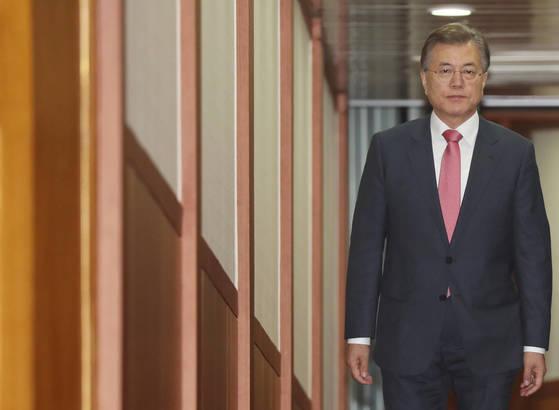 문재인 대통령이 독일 함부르크에서 열린 주요 20개국(G20) 정상회의를 마치고 10일 새벽 경기도 성남시 서울공항을 통해 귀국했다. [연합뉴스]