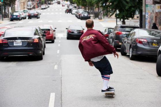 스케이트 보더들을 위한 의상과 액세서리를 판매하던 슈프림은 자유분방한 뉴욕의 스트리트 문화 자체를 상징하는 브랜드가 되었다. [사진 @supremenewyork 인스타그램]