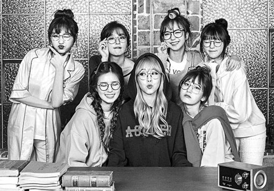 각기 다른 걸그룹 멤버 7명이 모여 드라마 극본을 쓰는 과정을 담은 '아이돌 드라마 공작단'. [사진 KBS]