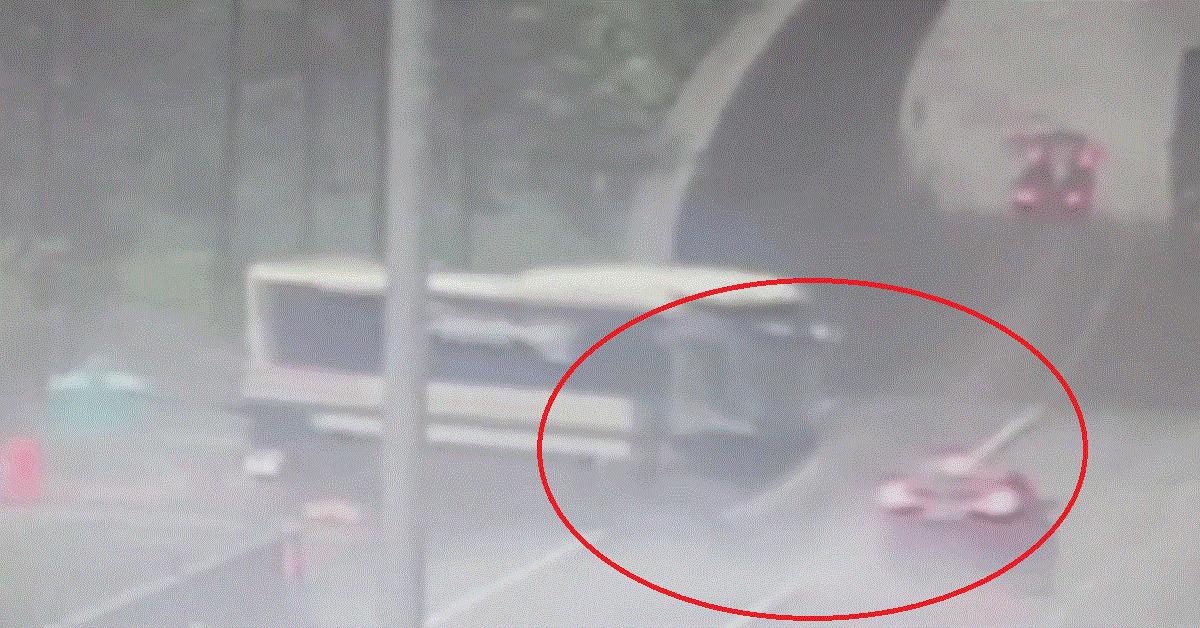 10일 오후 6시 경기 여주시 영동고속도로 강천터널 인근에서 벌어진 고속버스와 승용차 충돌 직전 사고 모습[연합뉴스]