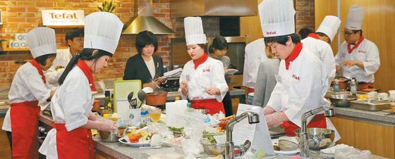 지난해 10월 열린 '제6회 테팔 집밥 요리왕 대회' 본선 현장 모습. [사진 테팔]