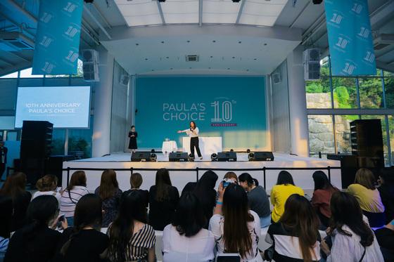 """6월 22일 열린 폴라스 초이스 한국 론칭 10주년 기념 행사에서 비가운 대표는 """"전 세계에서 유일하게 폴라스 초이스 오프라인 매장을 운영하고 있는 한국은 우리에게 큰 의미""""라고 말하며 애정을 드러냈다."""