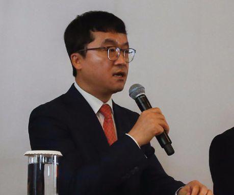 bhc치킨 박현종 회장이 12일 열린 기자간담회에서 질문에 답변하고 있다. [사진 bhc 치킨]