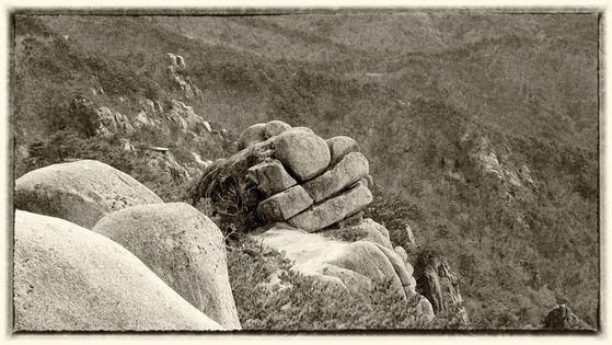 소머리를 닮았다는 거창의 우두산 바위. 그러나 어찌 보면 두꺼비 형상 같기도 하다. [사진 조민호]