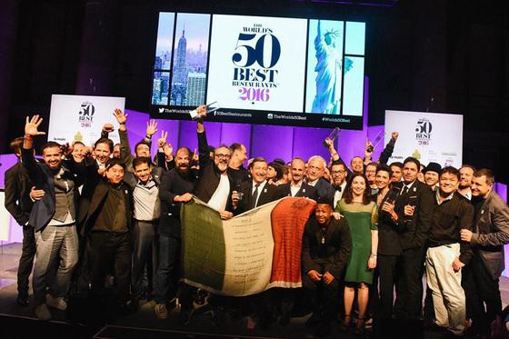 지난해 뉴욕에서 진행된 '2016 월드 50 베스트 레스토랑'.각국 미식가 1000명이 선정했다. [중앙포토]