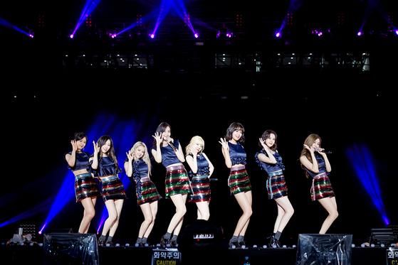 'SM타운 라이브 월드투어'무대에 오른 소녀시대.[사진 SM]