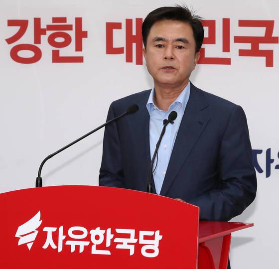 김태흠 자유한국당 의원이 18일 여의도 당사에서 7?3 전당대회 최고위원 출마를 공식 선언하고 있다./20170618/김현동 기자