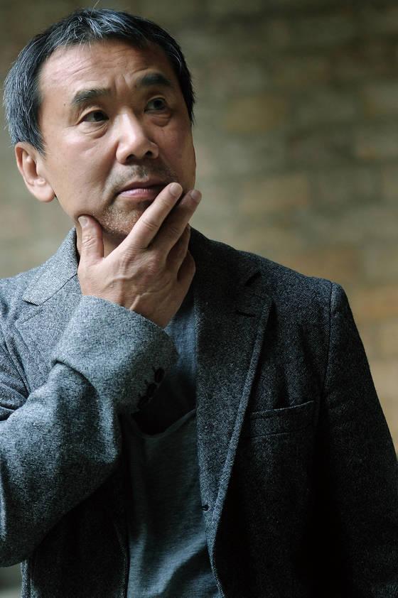 새 장편 『기사단장 죽이기』가 국내에서 뜨거운 반응을 얻고 있는 무라카미 하루키. [사진 문학동네]