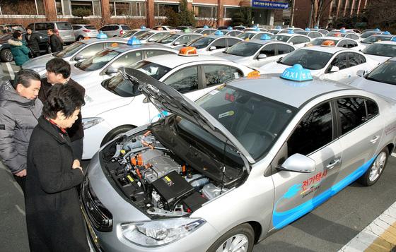 지난해 대구지역에 도입된 전기 택시 [중앙포토]