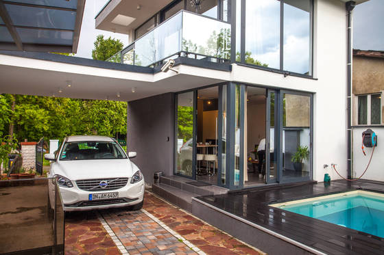 지난 5월 오스트리아 빈에서 이용한 숙소. 수영장이 딸린 복층 건물이 하룻밤 100유로였다. 자동차는 하루 7만원에 빌린 볼보XC60 모델.