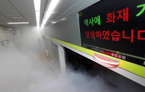 오는 9월2일 개통하는 우이신설 구간 경전철 북한산 우이역에서 화재대비 훈련이 실시됐다. 강정현 기자