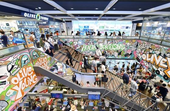 헬스·뷰티 전문점 올리브영 매장. 30대가 이끄는 기업 제품이 많이 입점해 있다. [사진 CJ올리브네트웍스]