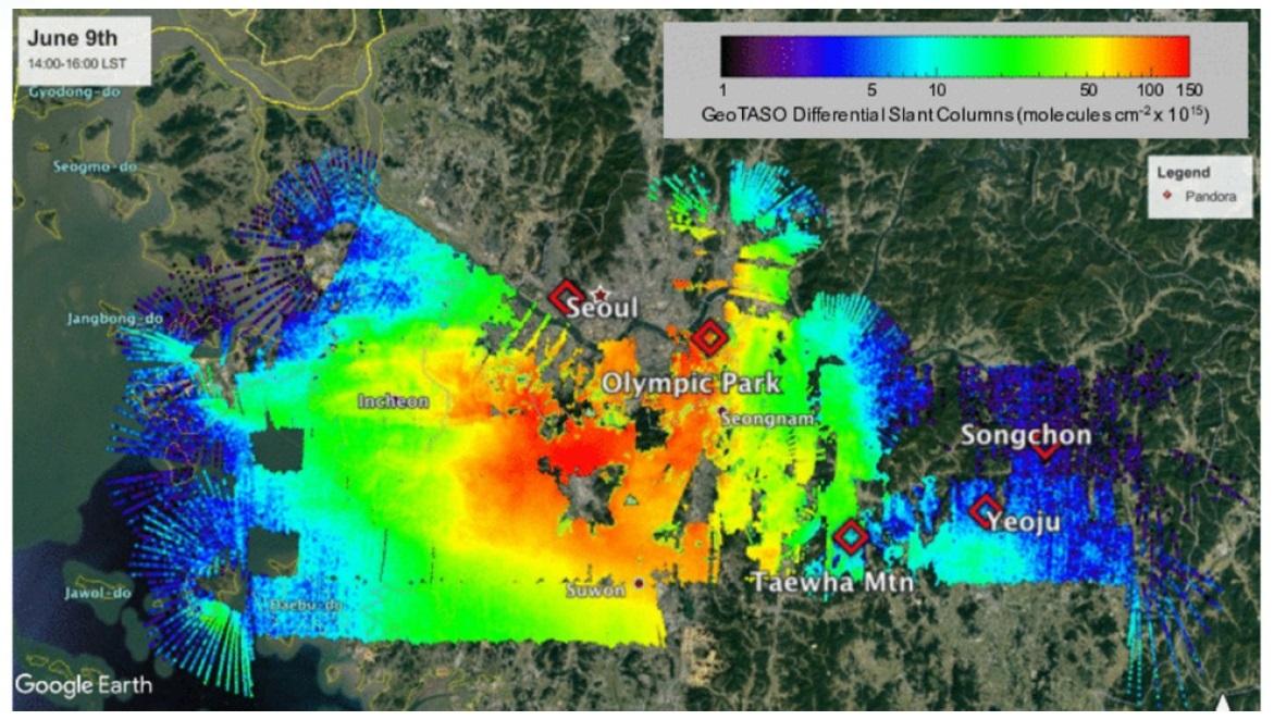 항공기를 통해 분석한 서울 주변지역의 이산화질소 농도.붉은색으로 갈수록 농도가 높은데, 서울 강남지역의 오염도가 높게 나타나고 있다. [자료: 국립환경과학원]