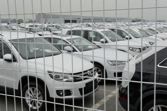 경기도 평택시 포승읍 아우디폴크스바겐 PDI(츨고 전 차량점검)센터에 차량들이 세워져 있다. 김현동 기자