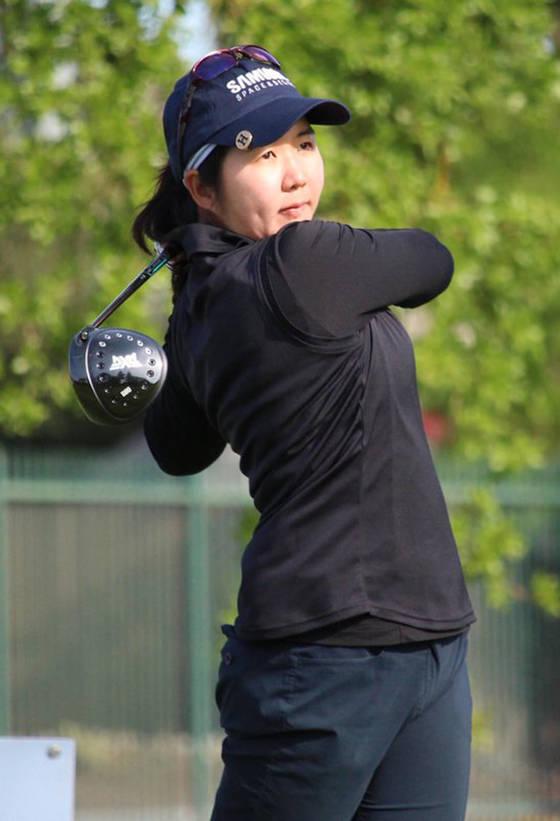 """스물 아홉살인 김혜민은 LPGA 2부 투어에서 나이가 가장 많은 축에 든다. 그는 """"매년 올해가 마지막이라는 생각을 한다""""고 말했다. 힘차게 드라이브샷을 하는 김혜민. [사진 김혜민]"""