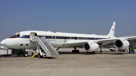 한미 공동조사에 동원된미국 항공우주국(NASA)의 DC-8 항공기.[사진 국립환경과학원]