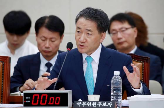 박능후 보건복지부 장관 후보자가 18일 국회 보건복지위원회에서 열린 인사청문회에 출석해 질의에 답하고 있다. [연합뉴스]