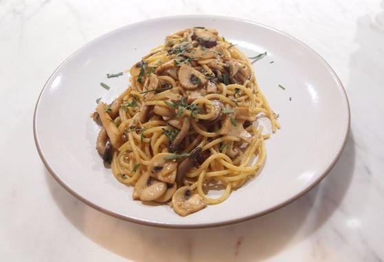 '15분 장 파스타' 시리즈 두 번째는 된장을 활용한 파스타 요리다.
