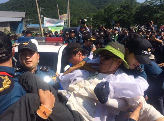 지난 13일 경북 성주군 초전면 소성리에서 열린 사드 반대 집회. 백경서 기자