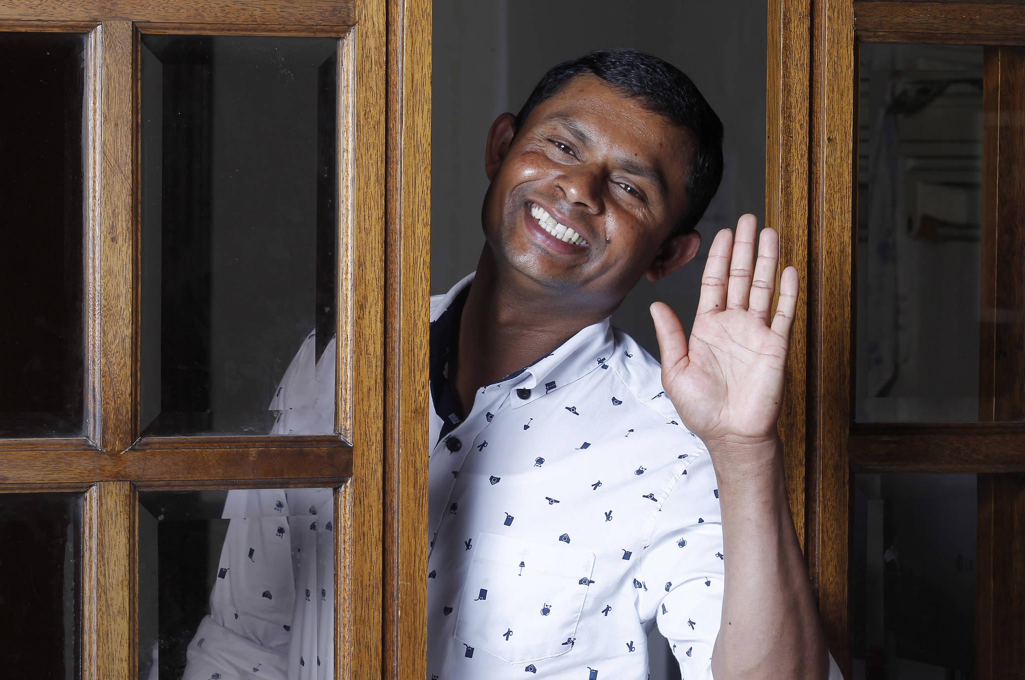 16일 대구 스리랑카사원에서 니말 시리 반다라(38)이 인터뷰에 응했다. 니말은 지난 2월 경북 군위 주택 화재 때 불속에서 할머니를 구조하느라 폐가 손상됐다. 이때문에 인터뷰 내내 기침을 했다. 프리랜서 공정식