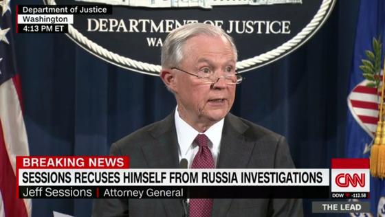 제프 세션스 미국 법무장관은 스스로 러시아 스캔들과 거리를 두려하고 있지만 핵심 역할을 했다는 의혹이 불거졌다. [사진 CNN 홈페이지]
